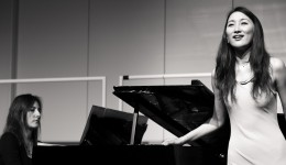 Sängerin Manami Kusano und Pianistin Elisabeth Ramirez